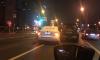 Такси не пролезло между двумя автомобилями на проспекте Большевиков