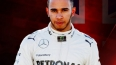 Британский пилот команды Mercedes Льюис Хэмилтон выиграл...