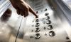 Петербургские власти потребовали дезинфицировать перила и кнопки лифтов в жилых домах
