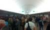 "Сотни петербуржцев опоздали на работу из-за сбоя в работе ""зеленой ветки"" метро"