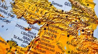 Пентагон не комментирует инцидент в Сирии с военной полицией РФ и колонной техники США