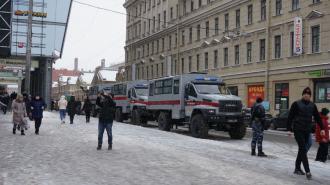 На улице Ефимова эвакуируют автомобили