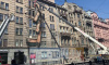 С дома на Кирочной демонтируют оставшиеся балконы щадящим способом