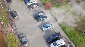 Автомобили оказались в зоне разлива горячей воды на Морской набережной