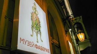 Художники в Петербурге раскрасили гигантские пасхальные яйца