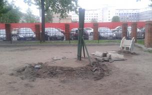В Центральном районе уничтожают детские площадки