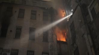 Крупный пожар в коммуналке на Греческом проспекте: из горящего дома эвакуировали 64 человека
