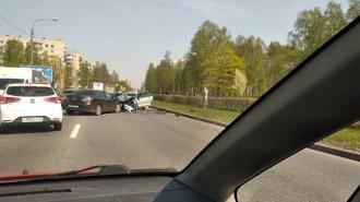 Маленький ребенок пострадал в лобовом ДТП на улице Бутлерова