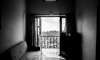Молодая петербурженка выпала из окна чужой квартиры на 12-ом этаже и выжила