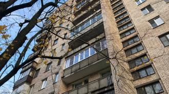 Суд обязал петербурженку демонтировать незаконное переостекление балкона