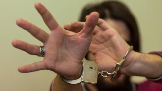"""В Перми арестовали госслужащего, полгода """"встречавшегося"""" с 13-летней девочкой"""