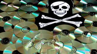 В магазинах города Тихвин оперативниками изъяты контрафактные DVD-диски