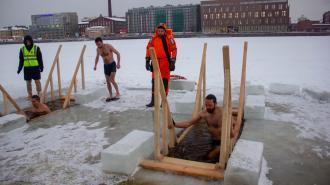 В Петербурге более 36 тысяч человек приняли участие в крещенских купаниях