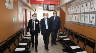 Губернатор Петербурга проверил работу МФЦ в Центральном районе
