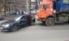 На Коломяжском проспекте мусоровоз разбил Daewoo и устроил гигантскую пробку