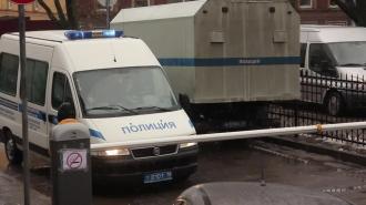 Петербургский водитель выбросил при полицейских килограмм наркотиков в окно