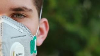 Петербуржцев поразили принты на тканевых масках в онлайн-магазине