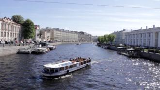Речной карнавал теплоходов прошел в Петербурге