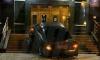 Во Владивостоке мужчина въехал на авто в здание ФСБ и сбежал