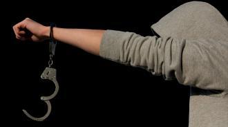 В Мурманске инспектор ДПС избил подростка и получил уголовное дело