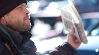 Петербургские бездомные смогут заработать на продаже газеты «Невское время»