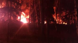 В подмосковном Красногорске всю ночь горели склады с резиной