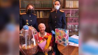 Следователи Петербурга помогают 98-летней блокаднице, пострадавшей от рук сиделки