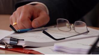 Глава ФНПР призвал выплачивать зарплаты бюджетникам с федерального уровня