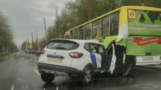 В ДТП с каршерингом на Северном проспекте оказался помят автобус