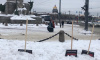 В Петербурге появились новые арт-объекты в виде сугробов с лопатами