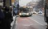 В Петербурге легковушка врезалась в остановку, покалечив людей