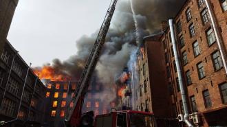 Вертолеты МЧС завершили работу на пожаре в Невском районе