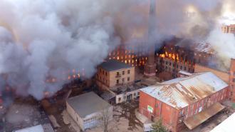 """Двое пожарных, пострадавших при тушении """"Невской мануфактуры"""", остаются в тяжелом состоянии"""