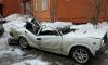 Фото из Алтая: упавший с крыши кусок льда уничтожил авто