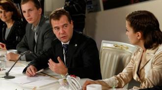 Медведев выделил 32 млрд рублей на повышение безопасности на дорогах