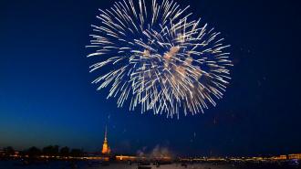 Петербуржцам рекомендовали смотреть праздничный салют 9 мая из окон квартиры