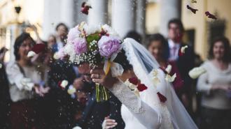 В Лопухинском саду 30 невест танцевали танец весны и любви