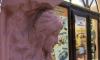 В доме Николаевых вновь пострадал горельеф русалки: голова скульптуры откололась