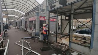 На проспекте Энгельса демонтировали кафе и магазины