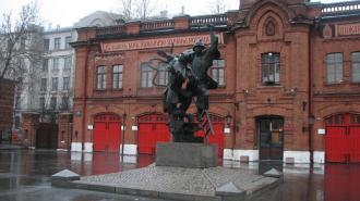 В 2022 году в Петербурге подсветят сотню памятников