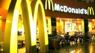 """""""МакДональдс"""" компенсировал затраты на стоматолога посетителю, сломавшему зуб об их еду"""