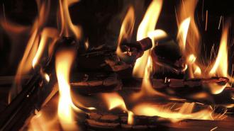 Пожарные и врачи не успели спасти женщину из страшного пожара на Орджоникидзе
