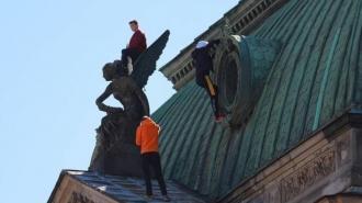 На крыше академии Штиглица заметили руферов