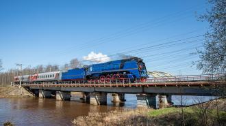 """На станцию """"Ладожское озеро"""" прибыл ретропоезд"""