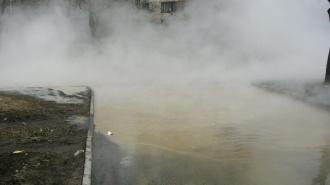 На Алтайской улице в Петербурге прорвало трубу с кипятком