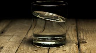 Петербургский диетолог развеял миф о вреде запивания еды