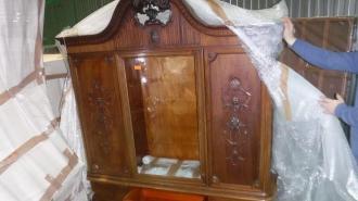 Петербургские таможенники пресекли незаконный ввоз антикварной мебели