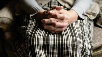 Пенсионерка из Выборга отдала мошеннице 205 тысяч за лечение от всех болезней