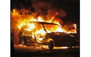 В Приморском районе ночью сгорели три автомобиля