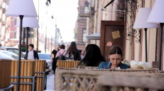 Летние кафе Петербурга могут открыть уже в середине апреля